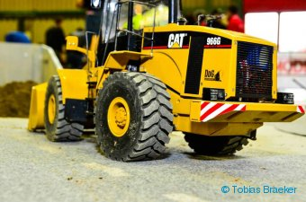 Walkende Reifen an Radlader Caterpillar 966 GII Wedico | Chushion tyres at RC wheel loader