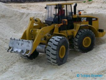 Wedico Modell Radlader CAT 966 GII mit BRAEKER-LOCK Schnellwechsler | Quick coupler for RC wheel loader